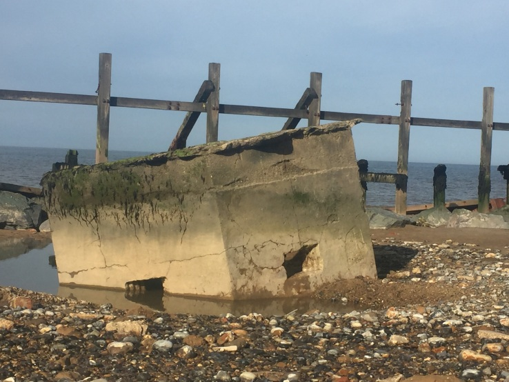 98 Happisburgh beach ruins